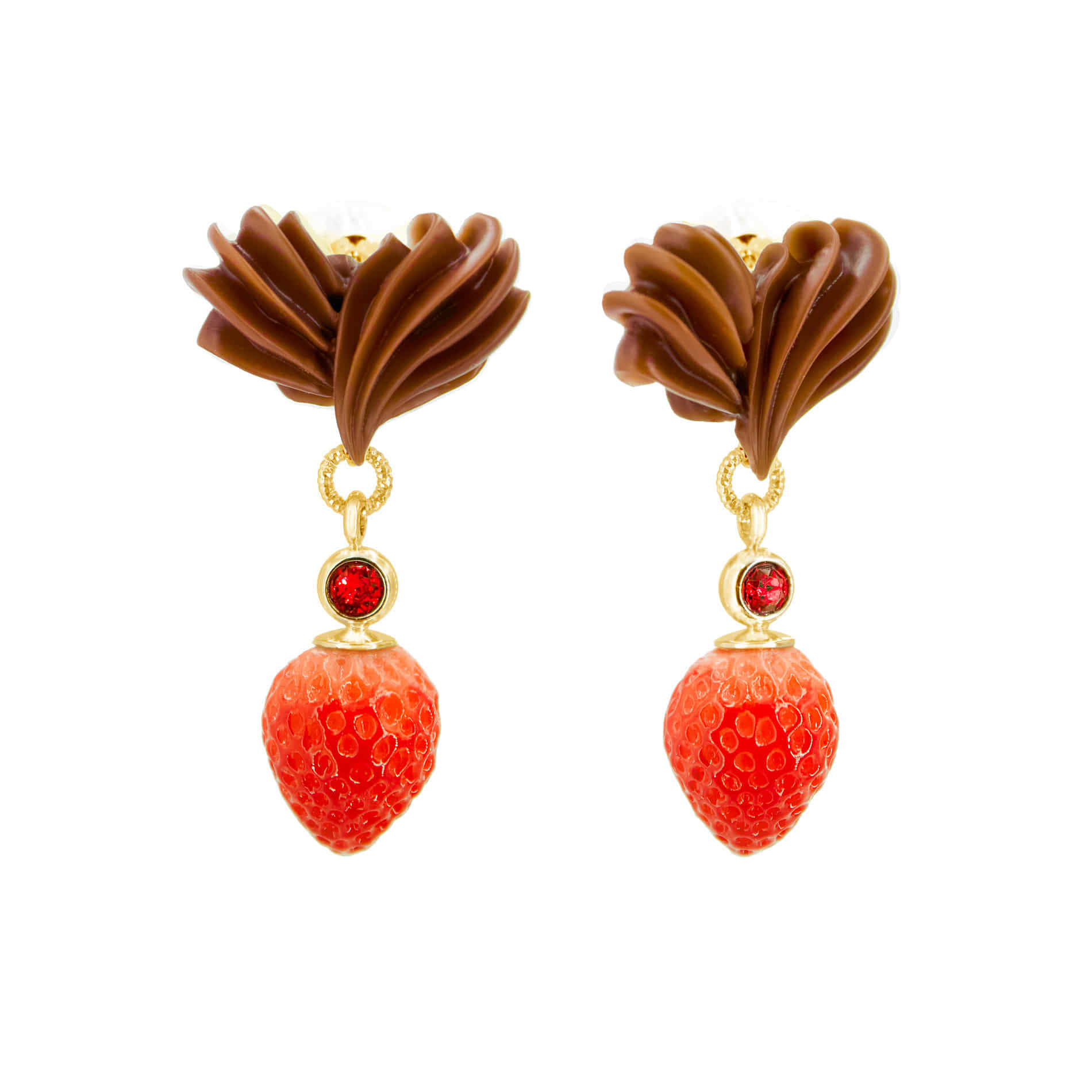 WHIPPING CREAM STRAWBERRY DROP EARRINGS (BROWN)