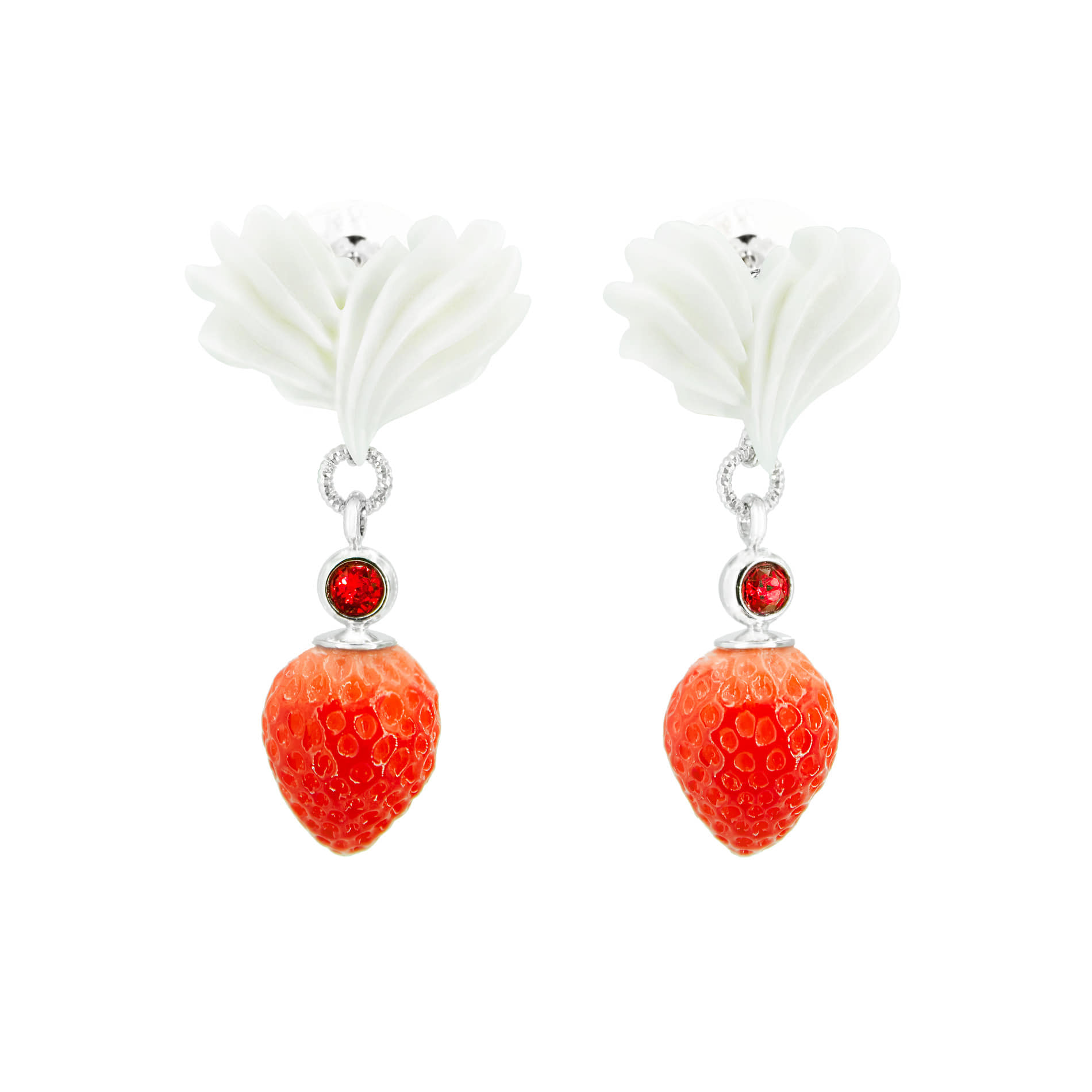 WHIPPING CREAM STRAWBERRY DROP EARRINGS (WHITE)